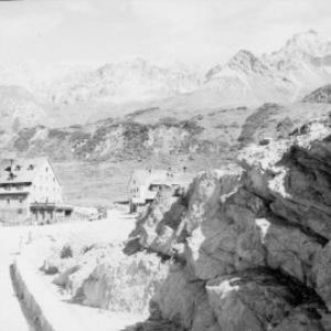 Hospiz in St.Christoph am Arlberg gegen Trittkopf und Valluga von Risch-Lau