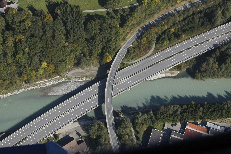 Satteins - Kreuzung Satteinser Straße Walgaustraße, Rheintal Autobahn, Ill von Amt der Vorarlberger Landesregierung Abteilung Raumplanung