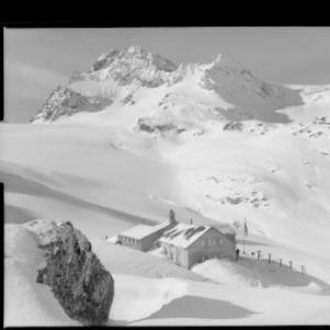 Wiesbadner Hütte mit Grossem Piz Buin von Risch-Lau