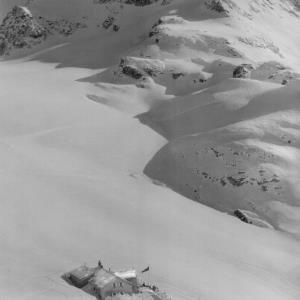 Silvretta / Wiesbadner Hütte 2450 m und Piz Buin von Risch-Lau