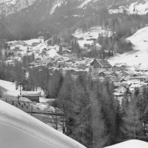St.Anton am Arlberg 1304 m, Tirol von Risch-Lau