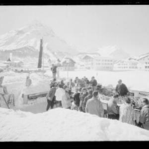 Lech am Arlberg, Eisbar mit Blick zum Omeshorn, Spuller Schafberg und Mehlsack von Risch-Lau