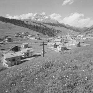 Lech 1447 m am Arlberg mit Karhorn von Risch-Lau