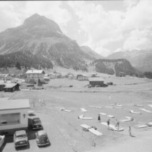 Minigolfplatz in Lech am Arlberg gegen Omeshorn und Spuller Schafberg von Risch-Lau