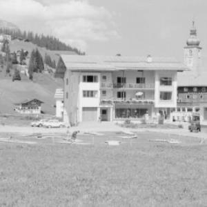 Minigolfplatz und Haus Monzabon in Lech am Arlberg von Risch-Lau