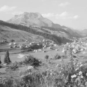 Lech am Arlberg 1447 m mit Karhorn von Risch-Lau
