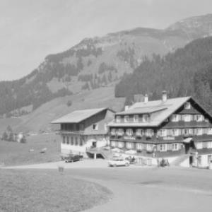 Gasthof Tannberg in Schröcken gegen Heiterberg von Risch-Lau