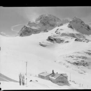 Wiesbadner-Hütte gegen Piz Buin 3312 m von Risch-Lau