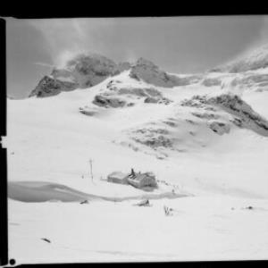 Wiesbadner-Hütte gegen Piz Buin und Signalhorn von Risch-Lau