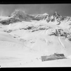 Wiesbadner-Hütte gegen Silvrettahorn und Schattenspitze von Risch-Lau