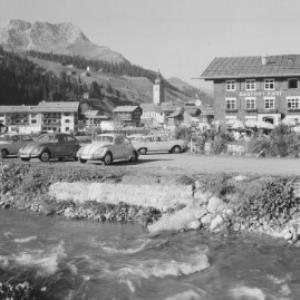 Gasthof Post in Lech am Arlberg mit Blick zum Karhorn von Risch-Lau