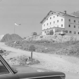 Alpengasthof Piz Buin auf der Bieler Höhe mit Hochmaderer und Kresperpitze / Vorarlberg von Risch-Lau