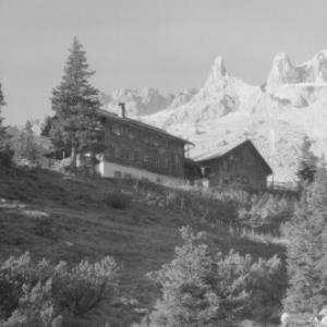 Lindauer-Hütte gegen Drei-Türme von Risch-Lau