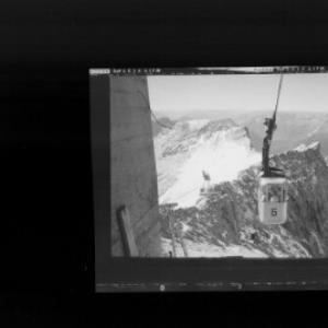 Zugspitzgipfelbahn gegen Schneefernerkopf und Lechtaler Alpen von Risch-Lau
