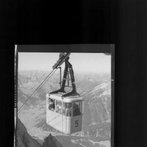 Zugspitzgipfelbahn gegen Sonnspitzl und Lechtaler Alpen von Risch-Lau