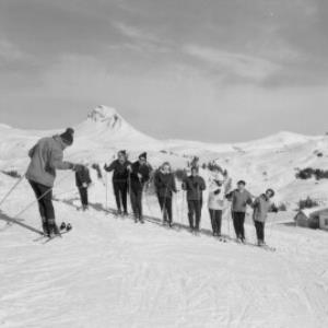 Damüls / Skischule - Jausenstation Sunnegg gegen Damülser Mittagspitze 2097 m von Risch-Lau