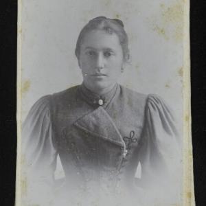 Bildnis einer unbekannten Frau von Gnädinger, Alois