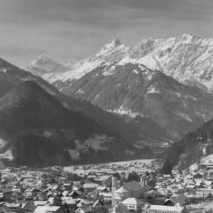 Schruns mit Zimba 2645 m im Montafon Vorarlberg von Risch-Lau