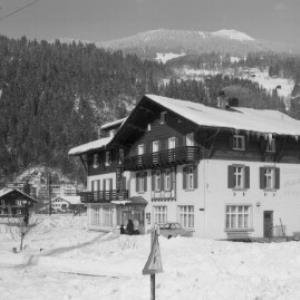 Gasthof Rhätikon in Schruns gegen Monteneu von Risch-Lau