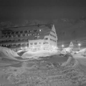 Hospiz-Hotel in St.Christoph am Arlberg bei Nacht von Risch-Lau