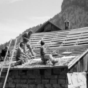 Altes Handwerk: Dachdecker / Oliver Benvenuti von Benvenuti, Oliver