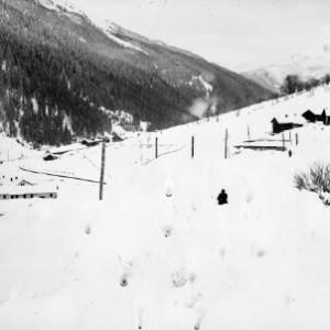 Winteraufnahme von der Ortschaft Langen am Arlberg / Josef Wilhelm Purtscher von Purtscher, Josef Wilhelm