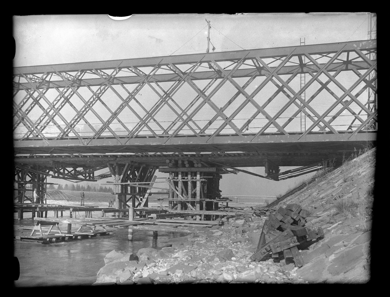 Vorbereitungsarbeiten zur Errichtung der neuen Rheinbrücke neben der Bestehenden zwischen Schaan-Vaduz und Buchs SG im km 17,3 / Josef Wilhelm Purtscher von Purtscher, Josef Wilhelm