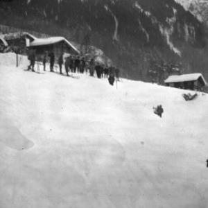 Aufnahme von einem Skispringen in der Ortsparzelle Poller in Dalaas / Josef Wilhelm Purtscher von Purtscher, Josef Wilhelm