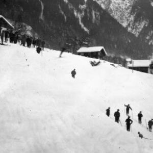 Aufnahme von einem Skispringen in der Ortsparzelle Poller in Dalaas 3 / Josef Wilhelm Purtscher von Purtscher, Josef Wilhelm