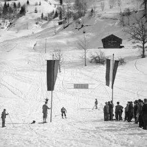 Aufnahme von einem Skirennen in der Ortsparzelle Poller in Dalaas 5 / Josef Wilhelm Purtscher von Purtscher, Josef Wilhelm