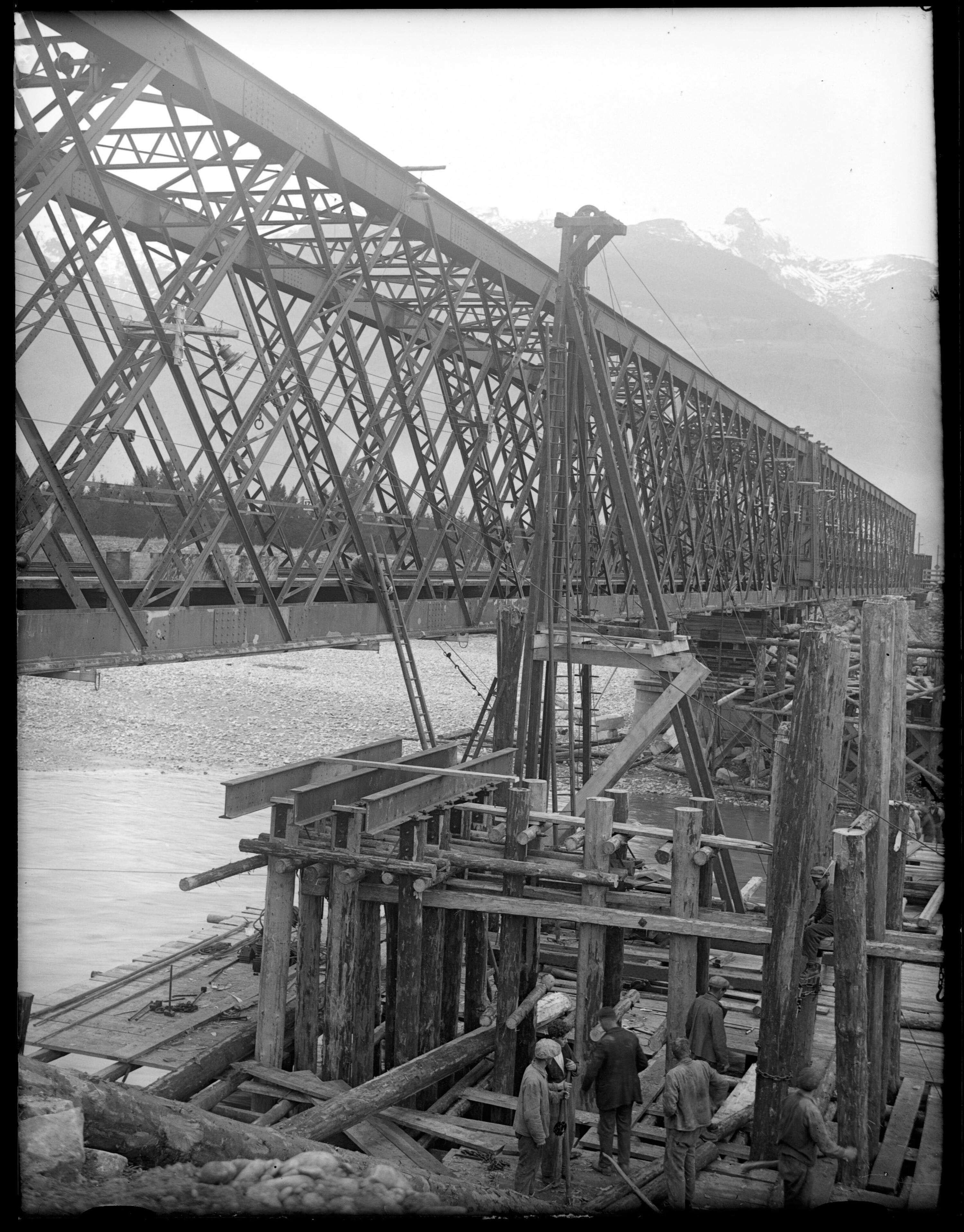 Vorbereitungsarbeiten zur Errichtung der neuen Rheinbrücke neben der Bestehenden zwischen Schaan-Vaduz und Buchs SG im km 17,3 2 / Josef Wilhelm Purtscher von Purtscher, Josef Wilhelm