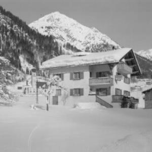 Pension Thöny in Wald bei Dalaas mit Glongspitze und Ronspitze von Risch-Lau
