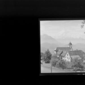 Kloster in Viktorsberg mit Blick zu den Balfrieser Bergen von Risch-Lau