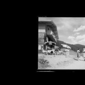 Kristberg / Berggasthof Kristberg gegen Silbertaler Loobspitze von Risch-Lau