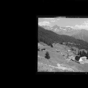 Kristberg 1479 m mit Silbertaler Lobspitze und Valschavieler Maderer 2769 m, Montafon Vorarlberg von Risch-Lau