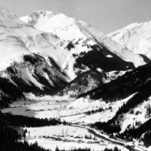 Lechtal mit Blick zur Lärchspitze und Rappenspitze von Risch-Lau