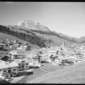 Lech am Arlberg 1250 m mit Karhorn 2416 m von Risch-Lau