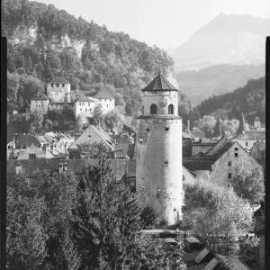 Feldkirch Vorarlberg Schattenburg und Katzenturm gegen Gurtisspitze 1781 m von Risch-Lau