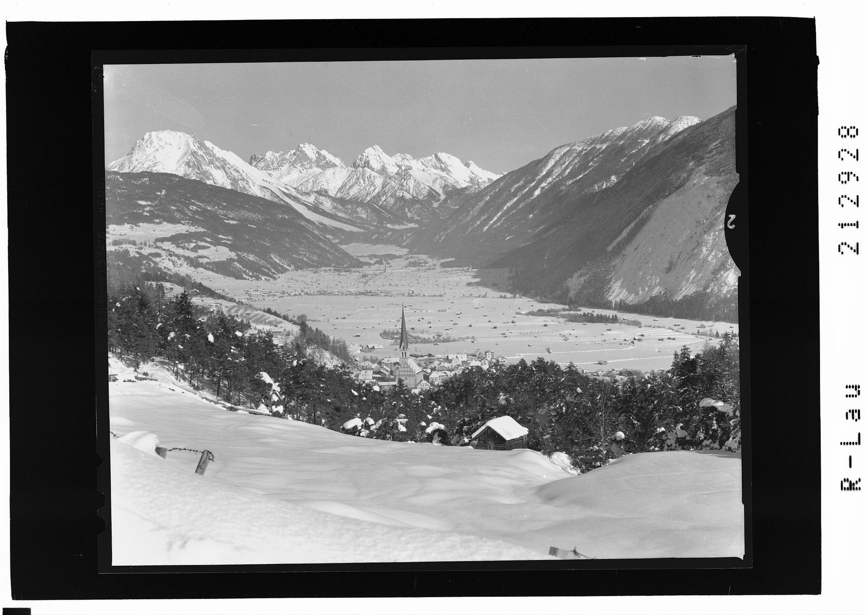 Imst in Tirol gegen Mieminger Gebirge von Risch-Lau