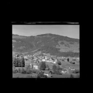 Andelsbuch im Bregenzerwald mit Marienheim gegen Hochälpele von Risch-Lau