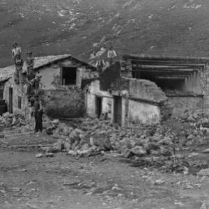 Alphütte zerfallen von Hersteller nicht ermittelbar