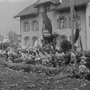 Volksschule Innerbraz Trauerfeier, Begräbnis Ferdinand Bauer von Hersteller nicht ermittelbar