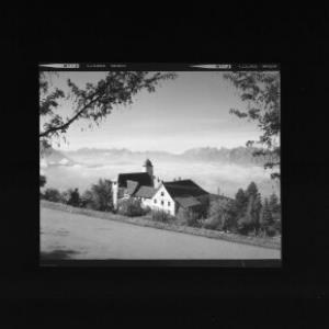 Kloster Viktorsberg gegen Balfrieser Berge und Alpsteingruppe von Risch-Lau
