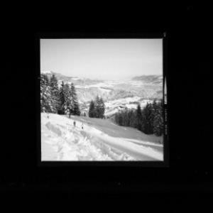 Skiabfahrt von der Schneiderspitze nach Buch mit Blick zum Hirschberg von Risch-Lau