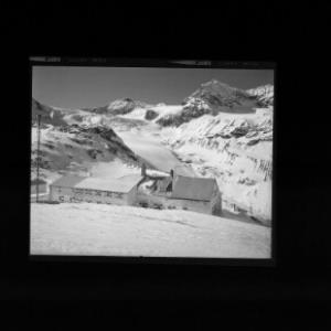 Wiesbadner-Hütte gegen Signallhorn und Silvrettahorn von Risch-Lau