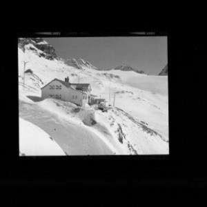 Wiesbadner-Hütte gegen Piz Jeremias und Vermuntpass von Risch-Lau