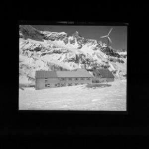 Wiesbadner-Hütte gegen Schneeglocke und Schattenspitze von Risch-Lau