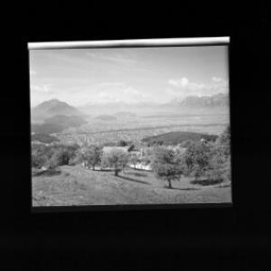 Gasthof Schöne Aussicht in Viktorsberg gegen Balfrieser Berge und Alpsteingruppe von Risch-Lau