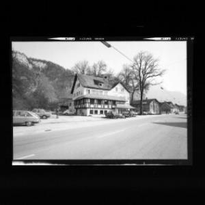 Gasthof Schiffle in Hohenems mit Schlossberg von Risch-Lau