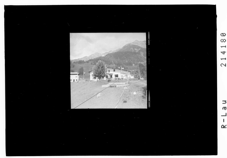 Berghotel Lavenar mit Sessellift bei Pettneu in Tirol gegen Hirschpleisskopf von Risch-Lau